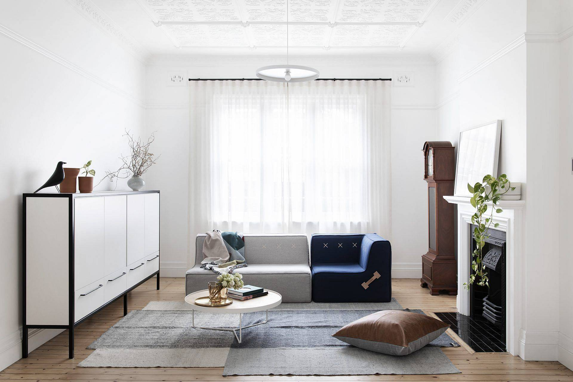 Contemporary-style-living-room-of-the-home-with-polished-decor-pieces-and-a-hint-of-blue-33910