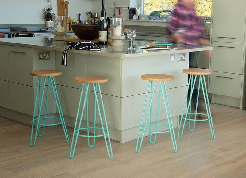 Counter stools with aqua hairpin legs