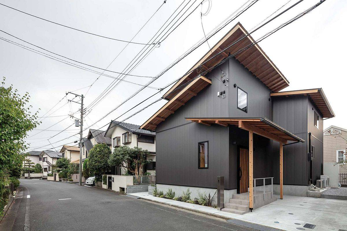 Dark-and-dashing-Galvalume-and-wood-exterior-of-the-modern-Japanese-home-18844