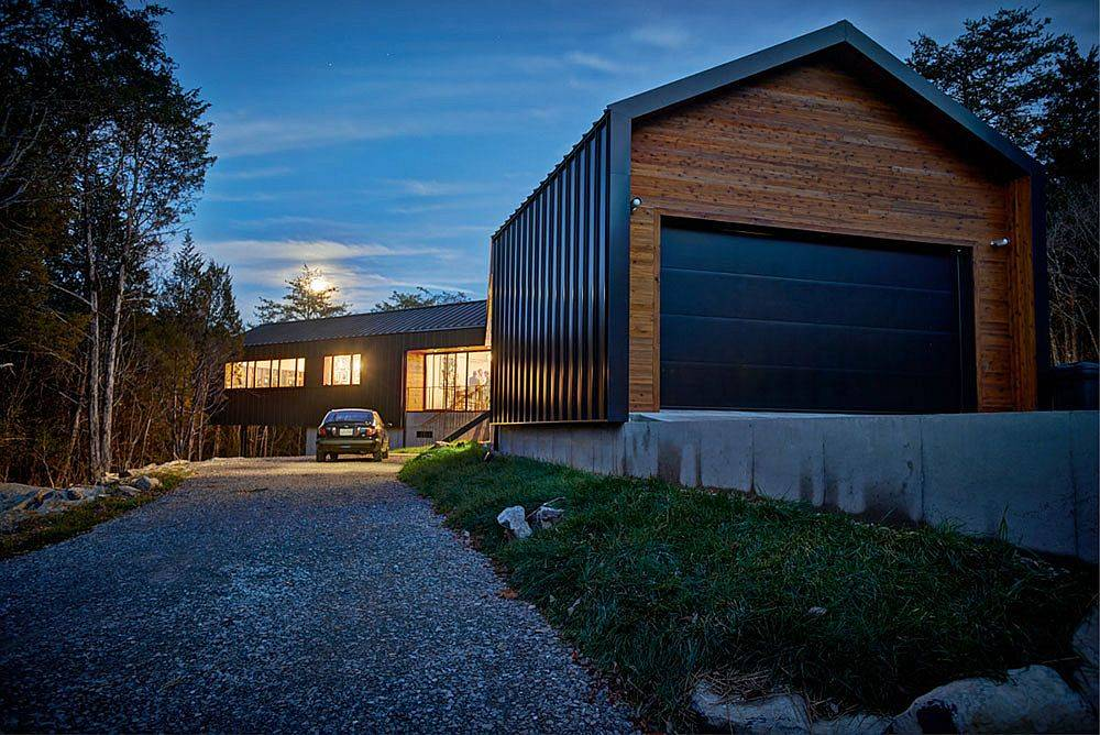 Entry-and-driveway-leading-up-to-the-beautiful-modern-Holston-River-House-67820