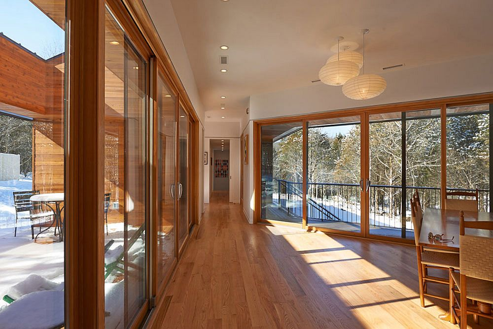 Glass-walls-and-sliding-glass-doors-connect-the-interior-with-the-rocky-landscape-outside-63717