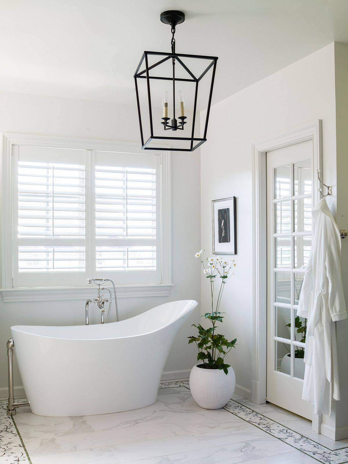 Indoor-plant-and-the-lighting-fixture-bring-a-bit-of-contrast-to-the-white-bathroom-with-marble-floor-55110