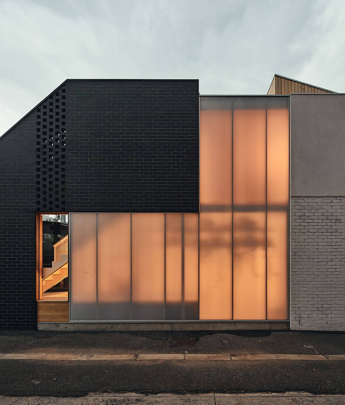 Ingenious use of polycarbonate panels bring in natural light while maintaining privacy