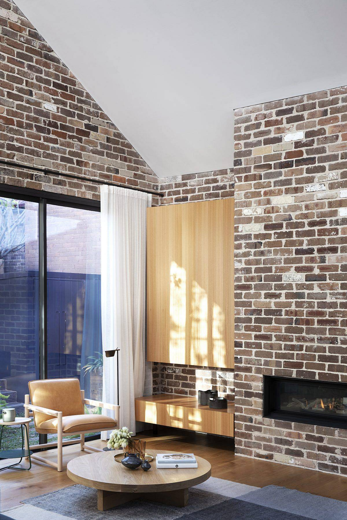 Lovely-brick-walls-coupled-with-modern-finishes-and-wooden-sections-inside-the-Cnr-Virginia-home-33664