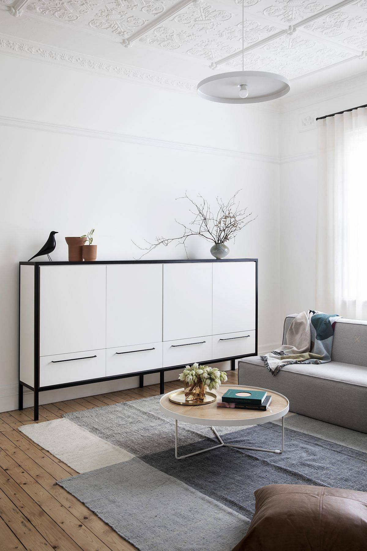 Lovely-contemporary-credenza-for-the-modern-living-room-wih-ample-storage-space-18966