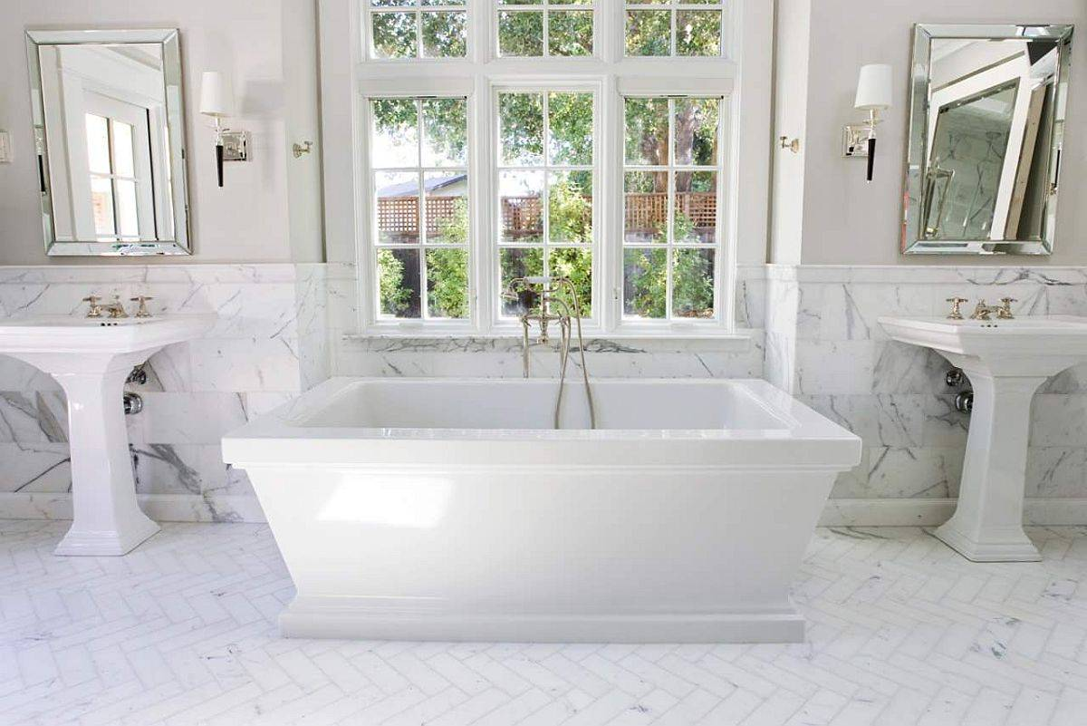 Marble-brings-an-air-of-luxury-to-this-monochromatic-white-bathroom-10579