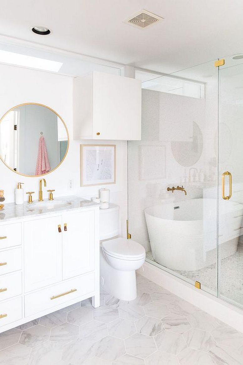 Monochromatic-white-bathroom-with-gold-tinted-handles-and-fittings-89316