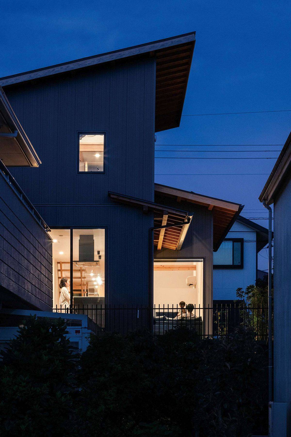View-of-the-modern-Japanese-home-from-the-street-90902