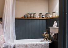 White curtain and bath tub