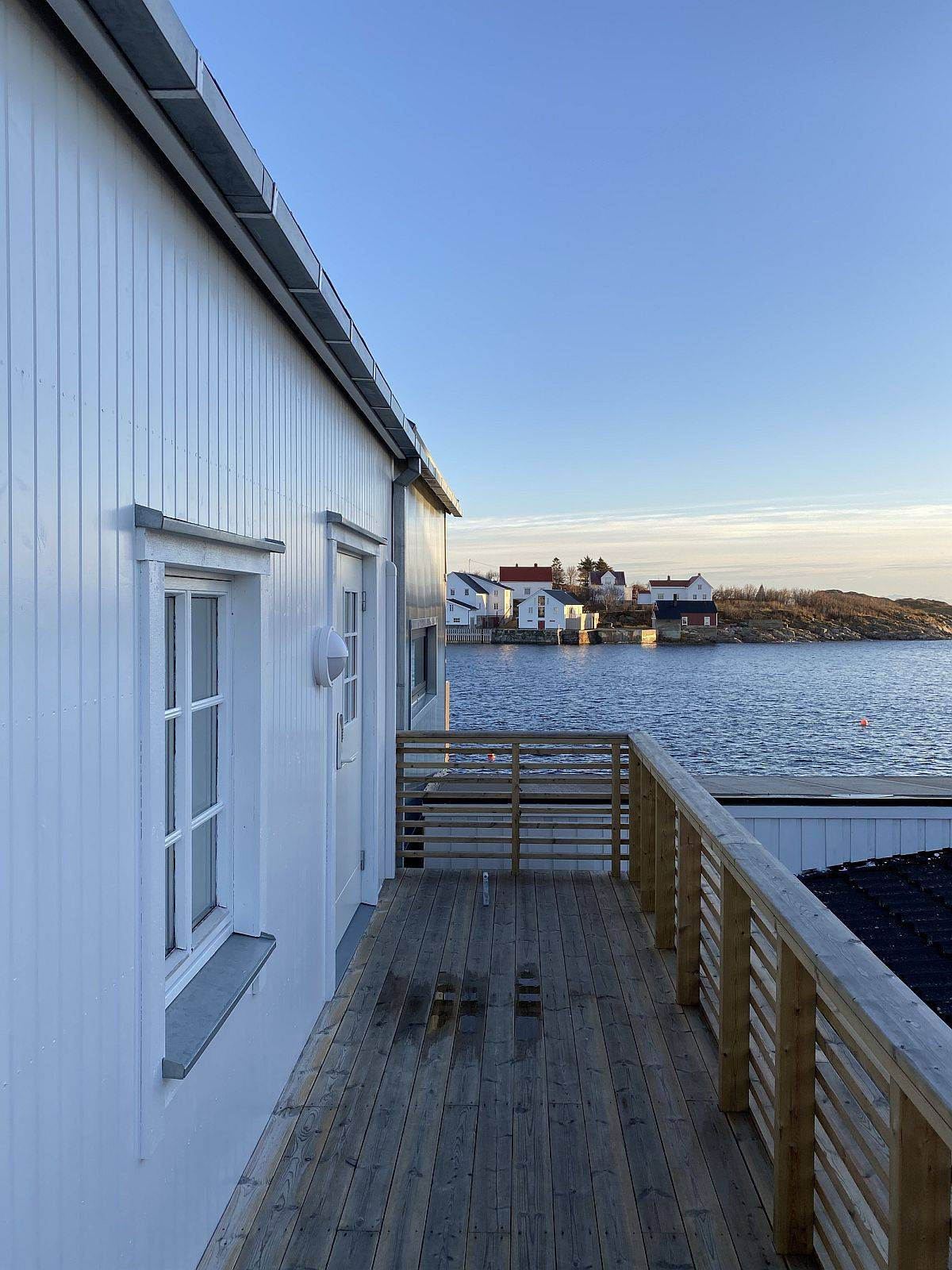 Amazing-views-of-the-habour-and-the-ebautiful-village-of-henningsvaer-steal-the-spotlight-at-this-home-95099