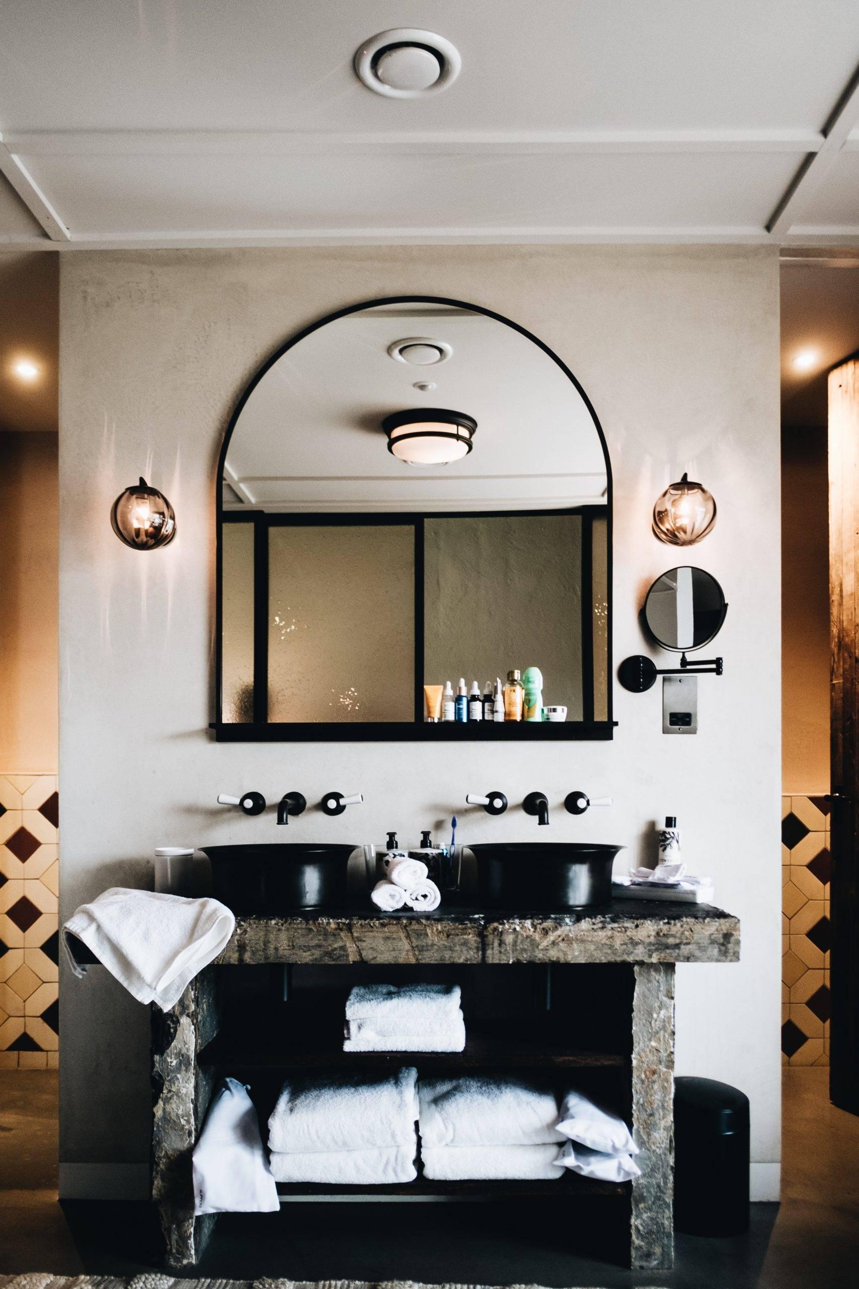 Bathroom vanity with towels