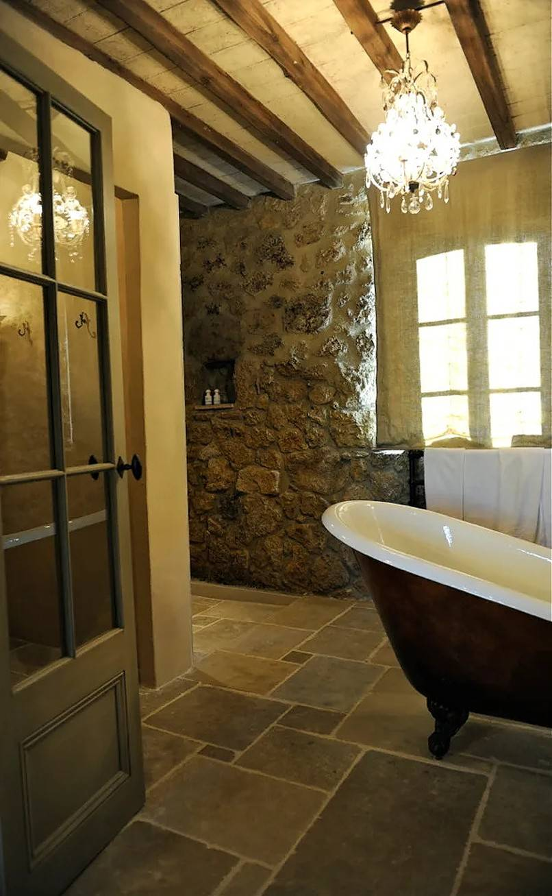 Bathroom with a tub and a chandelier