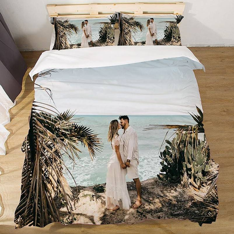 Bed sheets printed with couple kissing