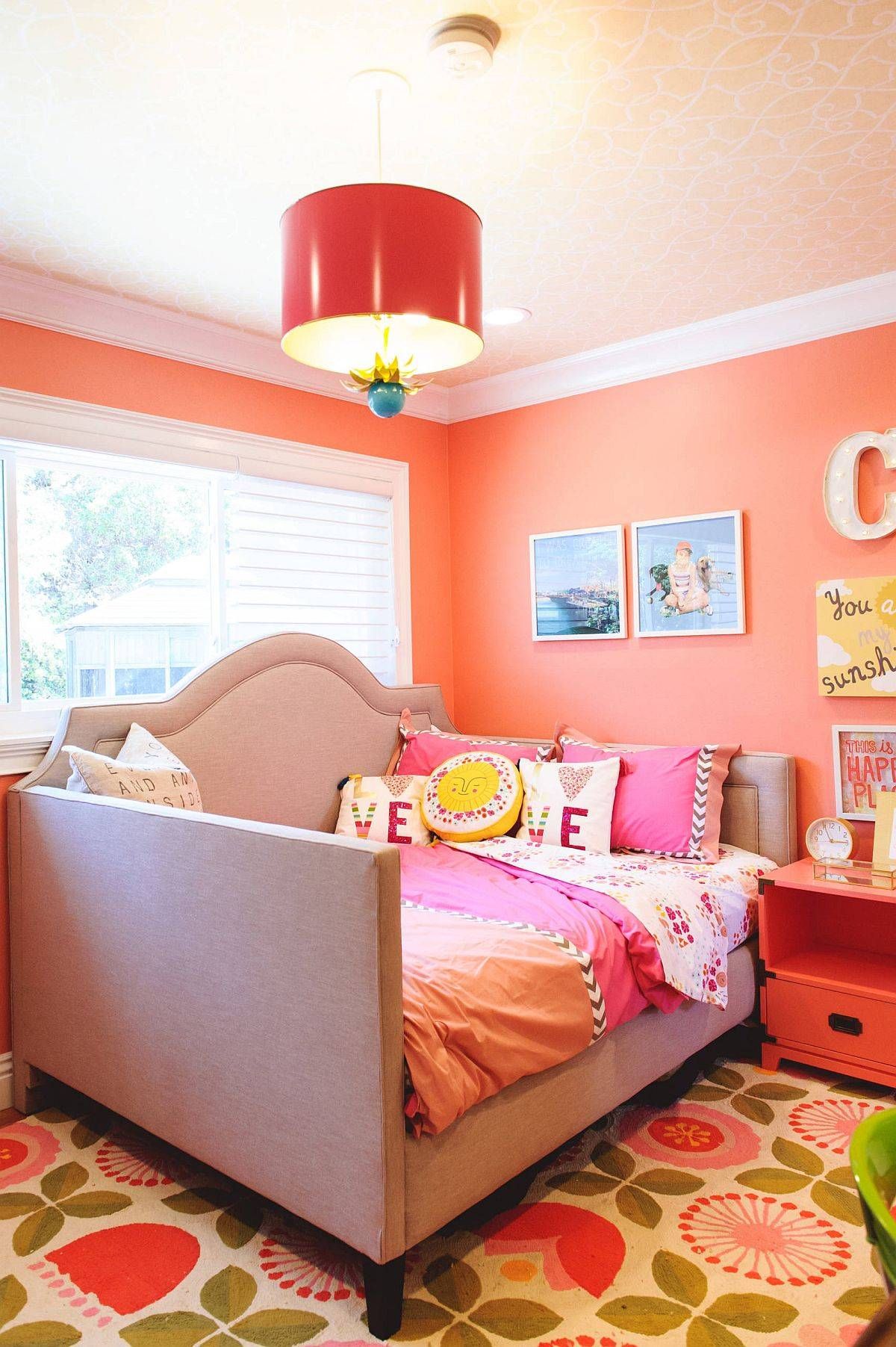 Charming-orange-backdrop-in-the-kids-bedroom-with-wallpapered-ceiling-and-smart-pendant-light-51599