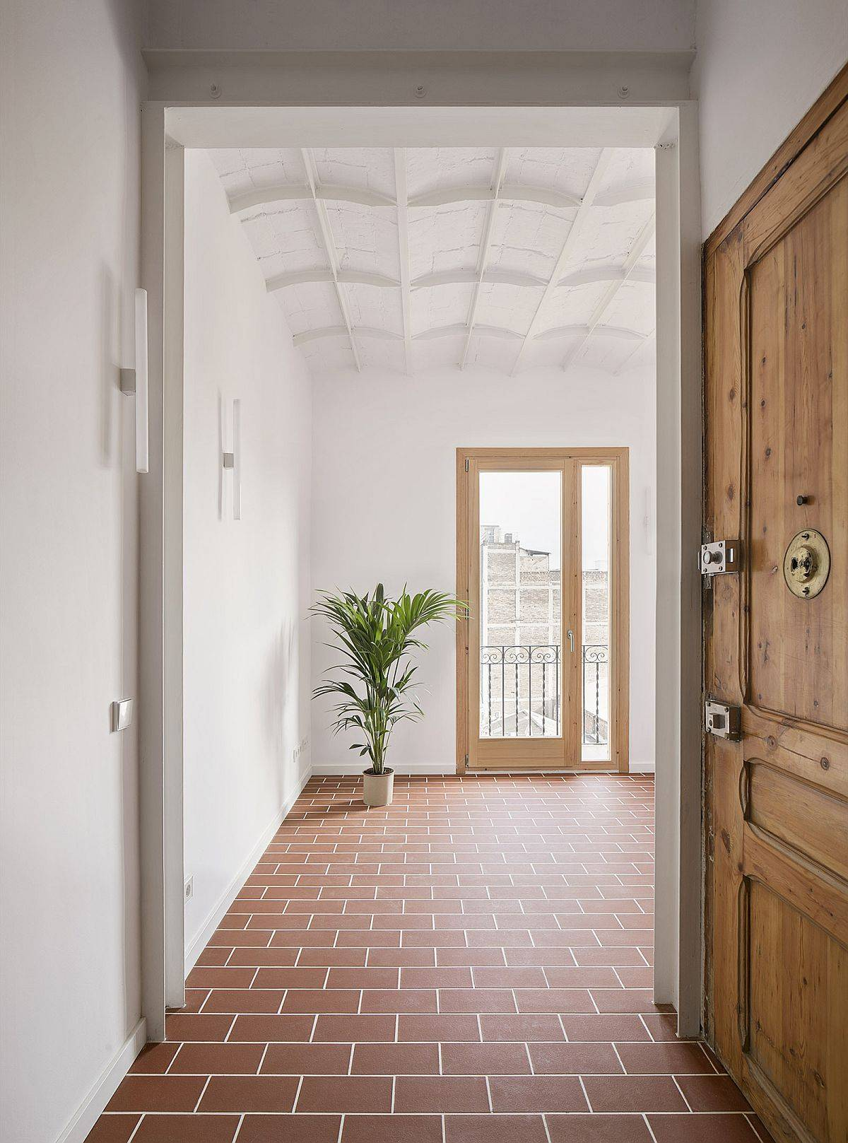 Classic-ceilings-and-Terracotta-tiles-bring-textural-and-old-world-charm-into-this-small-Barcelona-home-85234