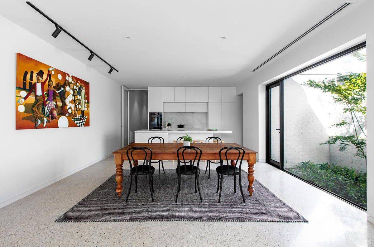 Closer-look-at-the-dining-area-and-the-kitchen-of-the-Melbourne-home-92206