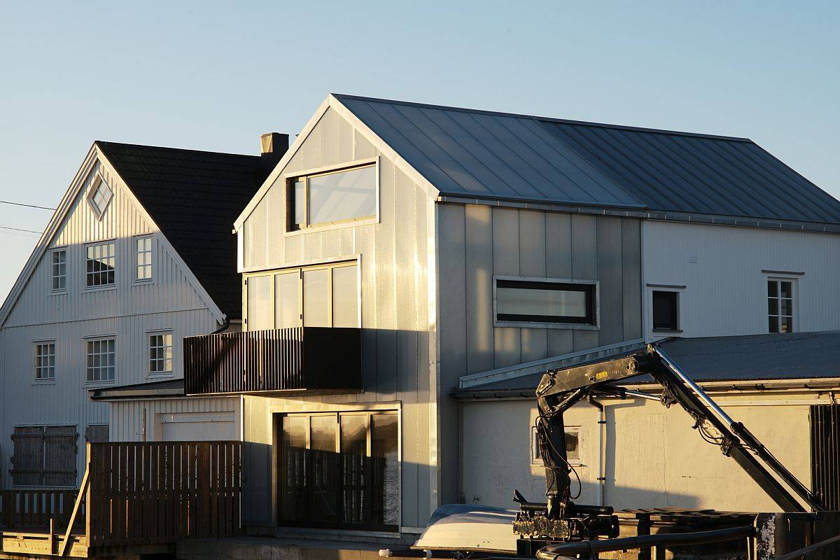 Contemporary-home-remodel-and-addition-in-Henningsvaer-with-a-form-that-feels-traditional-73942