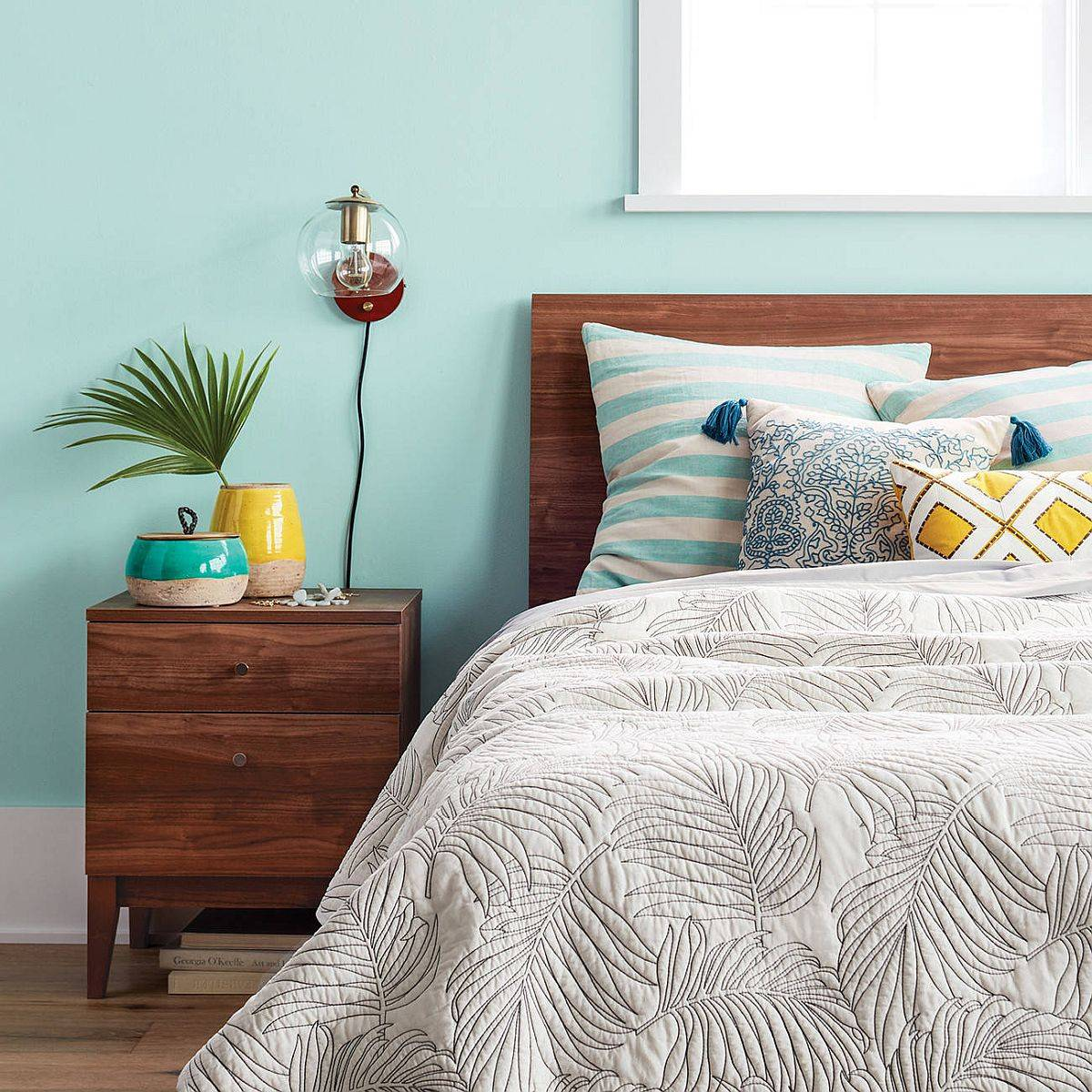 Create-a-clutter-free-and-organized-bedroom-to-accentuate-the-summer-centric-upgrades-19269