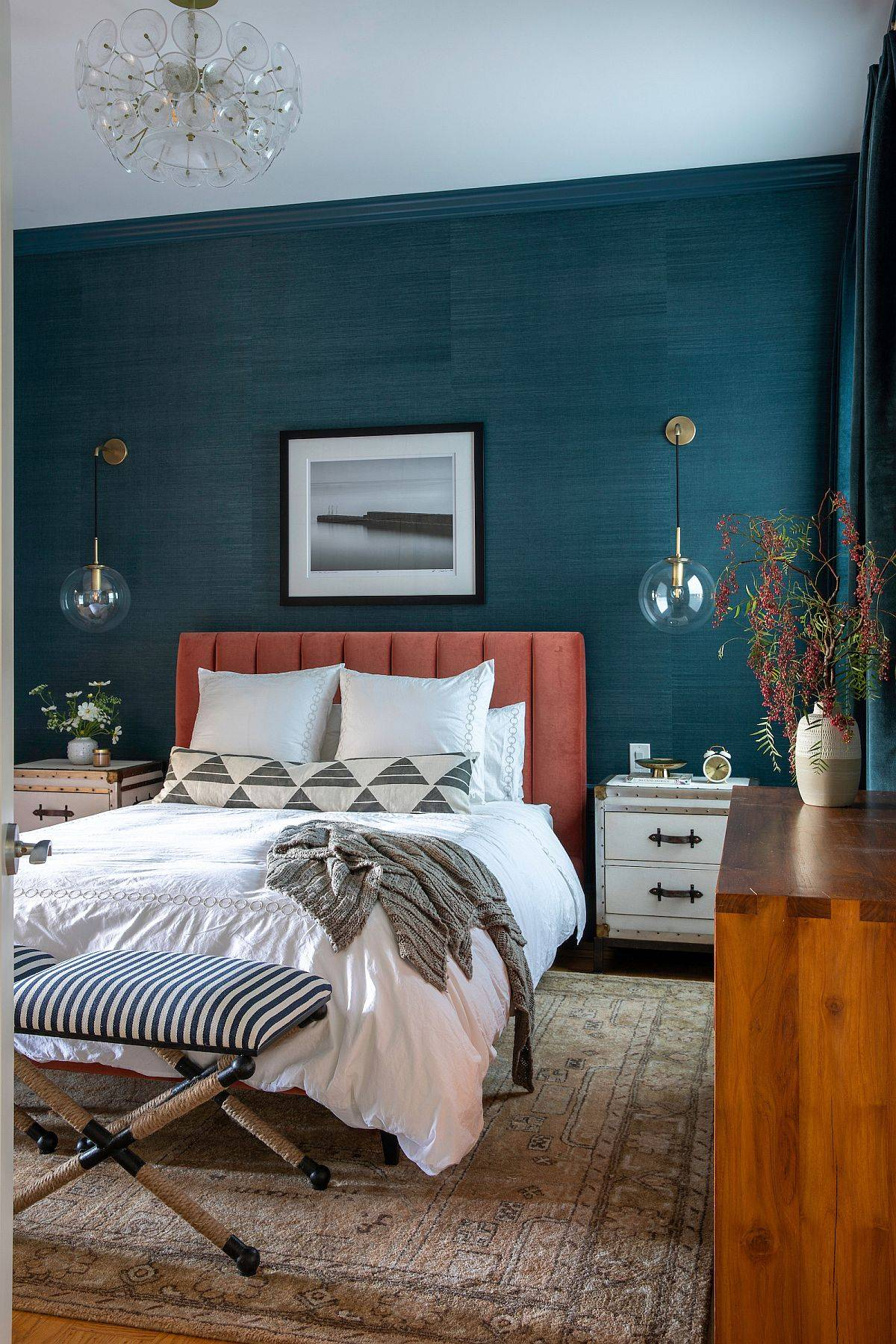 Dark-teal-accent-wall-for-the-brilliant-modern-bedroom-of-San-Franciso-home-22796