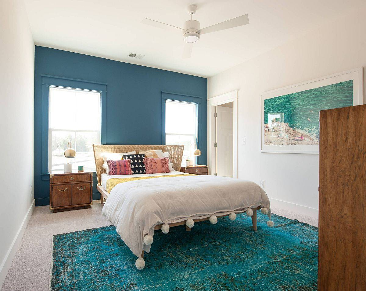 Different-shades-of-blue-and-teal-are-always-welcome-in-the-summer-bedroom-92520