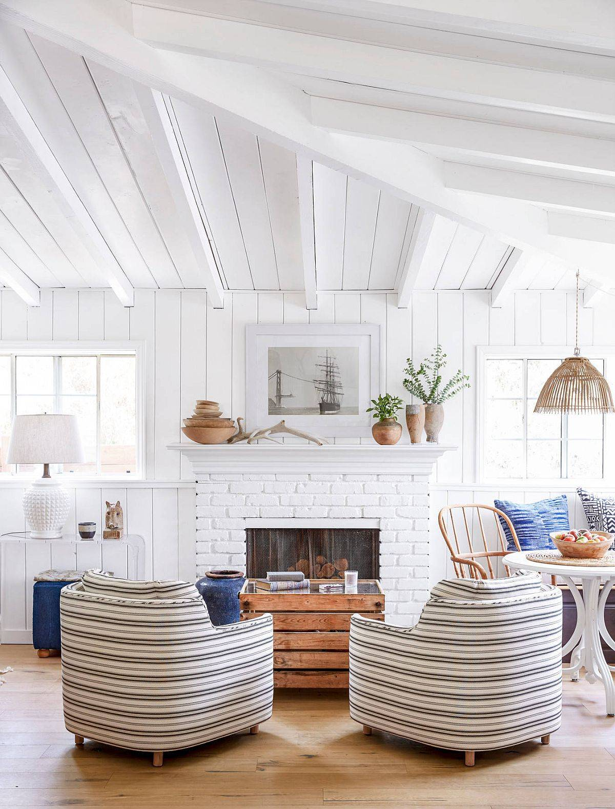 Fabulous-striped-club-chairs-coupled-witha-neutral-backdrop-and-functional-coffee-table-in-the-living-room-49731