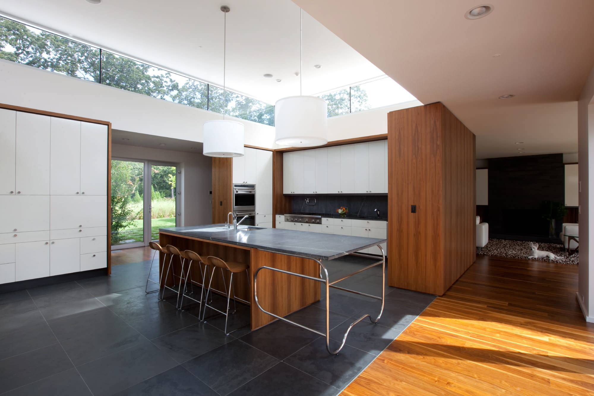Finding-the-right-height-and-direction-for-clerestory-windows-in-your-modern-home-23407