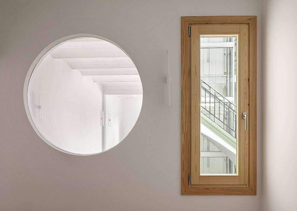 Finding-ways-to-bring-naural-light-into-the-small-Barcelona-apartmen-with-ease-41841