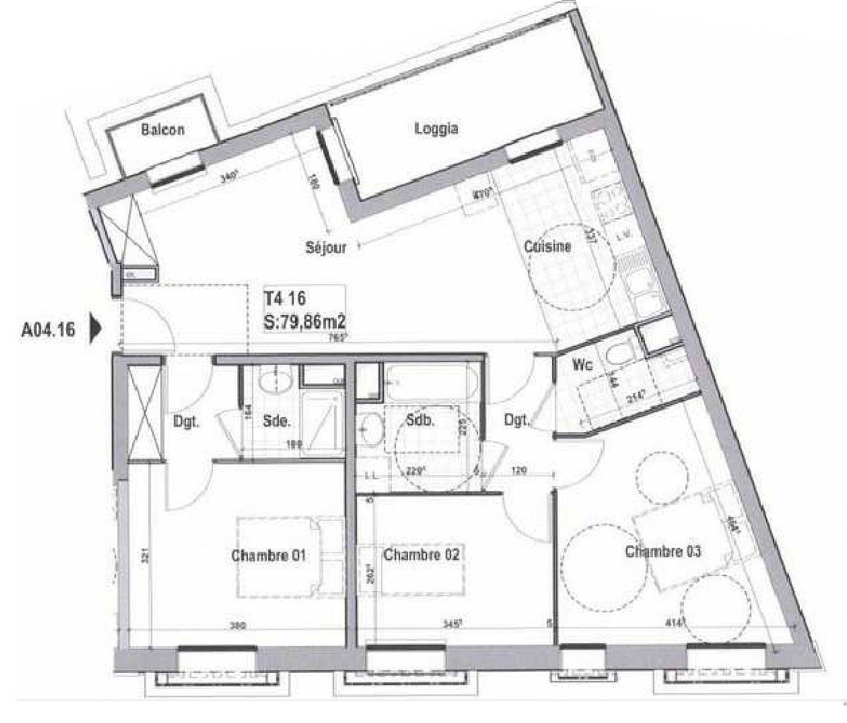 Floor-plan-of-the-small-French-apartment-before-its-makeover-28030