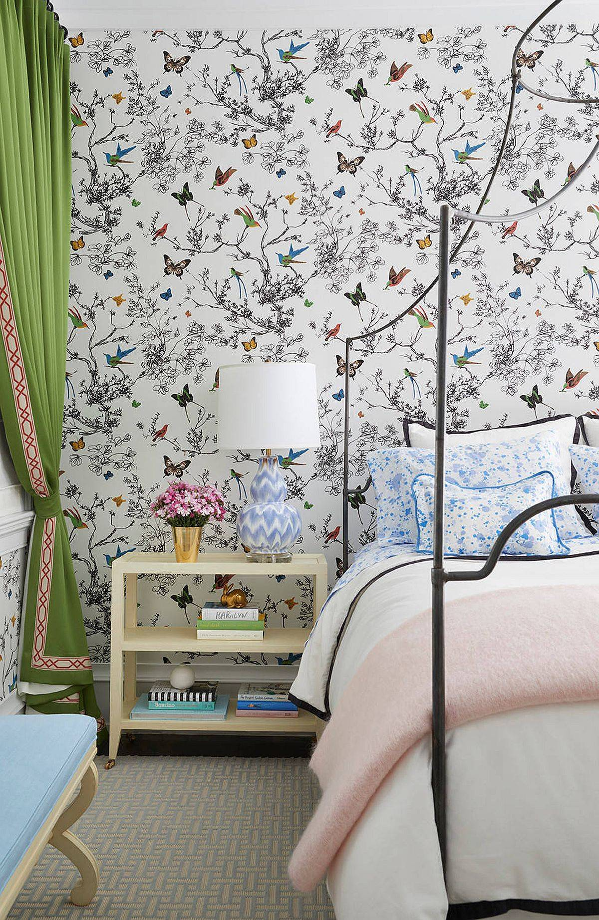 Gorgeous-Birds-and-Butterflies-wallpaper-is-absolutely-perfect-for-the-contemporary-bedroom-with-a-fresh-summer-vibe-91124