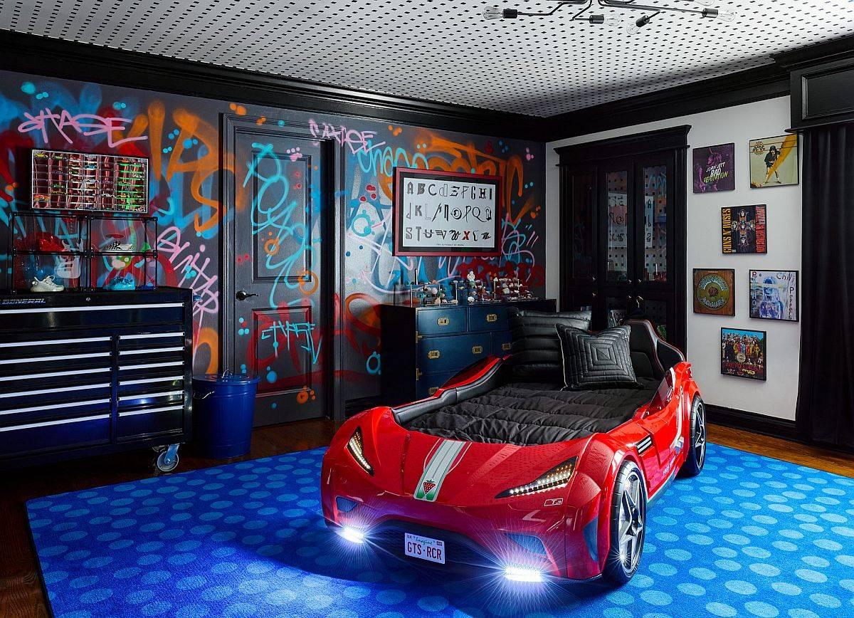 Grafitti-style-wall-in-black-for-the-trendy-kids-bedroom-full-of-energy-80116