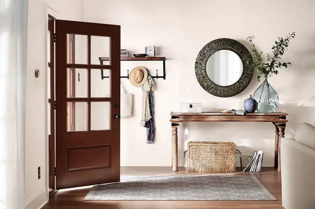 Hallway-with-round-mirror-and-desk
