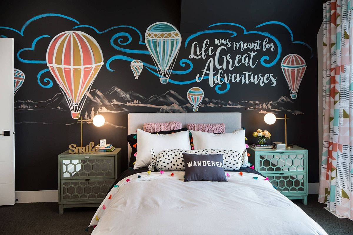 Imaginative-backdrop-in-black-for-the-snazzy-teen-bedroom-with-ample-natural-light-67342
