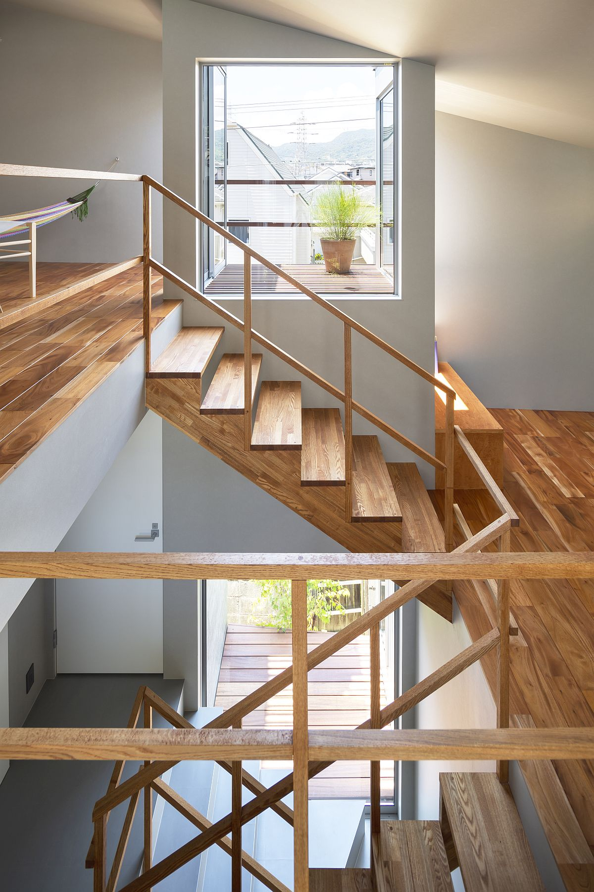 Ingenious-design-of-small-home-with-split-upper-levels-and-ample-natural-light-41098
