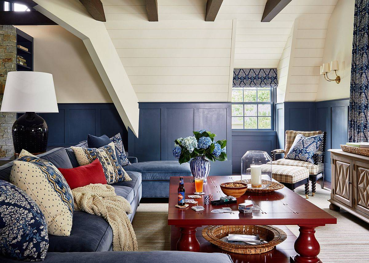 It-is-rare-to-find-such-a-beautiful-farmhouse-style-family-room-in-white-and-blue-with-comfy-decor-71160
