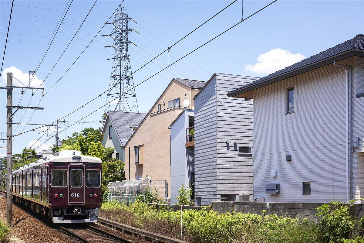 Look-at-the-busy-and-congested-neighborhood-arounc-House-in-Shukugawa-by-FujiwaraMuro-Architects-14121