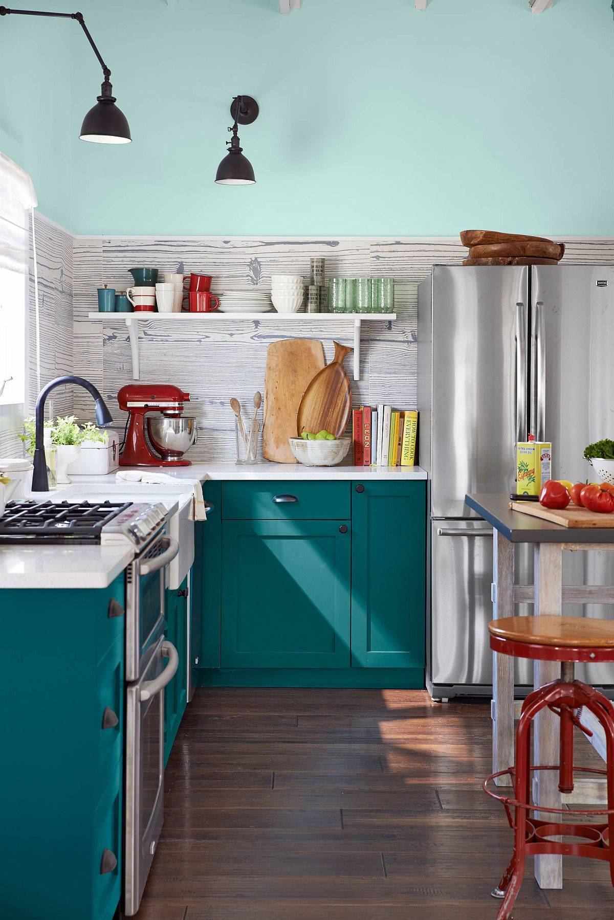 Lovely-and-rendy-teal-cabinets-for-the-chic-beach-style-kitchen-28653