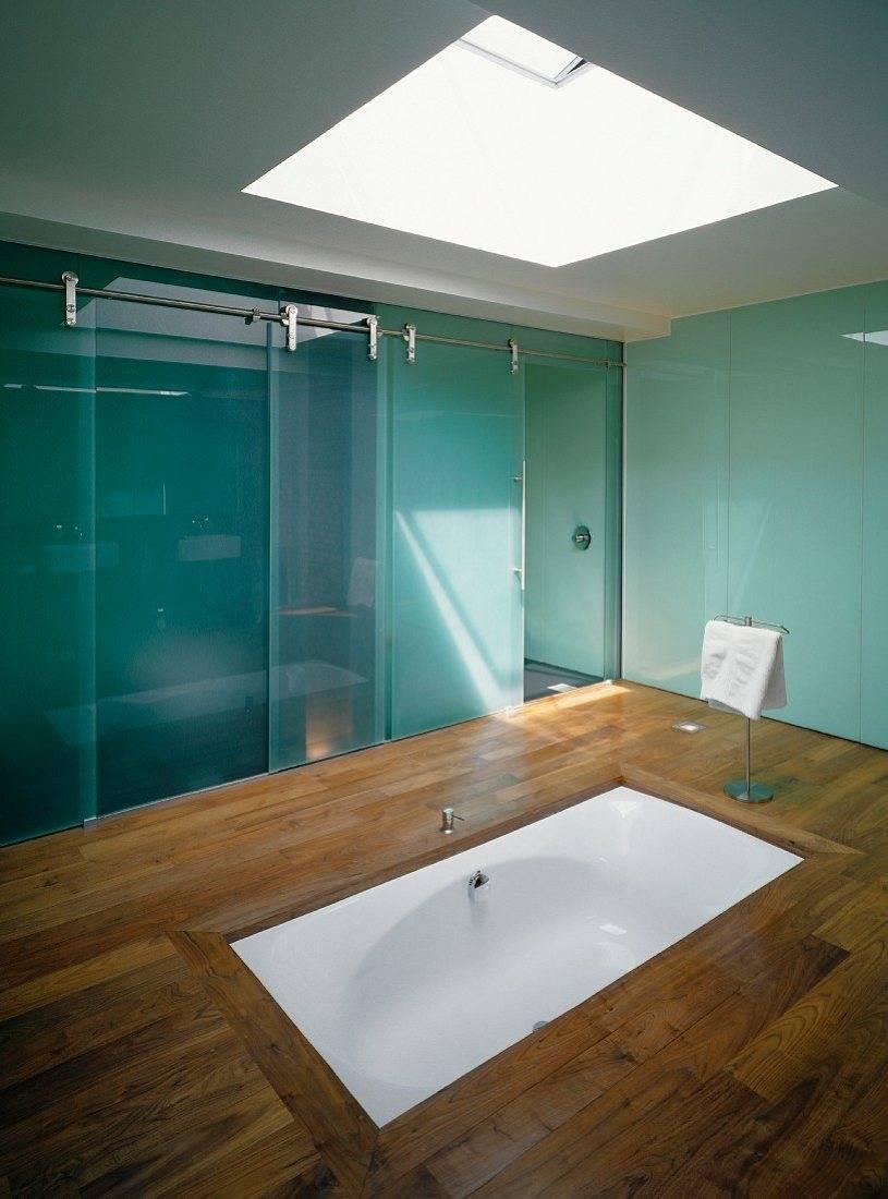 Minimalist Bathroom With White Sunken Tub.