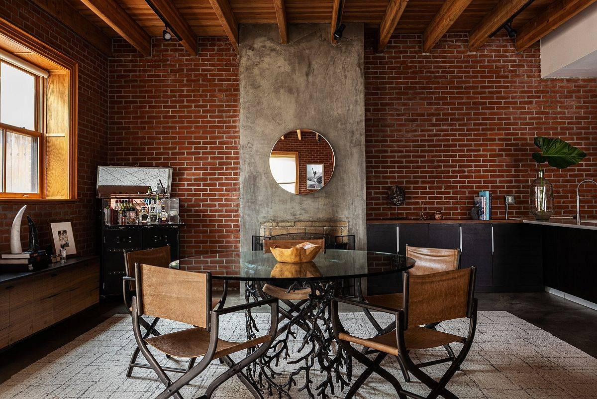 Ruang makan modern dengan dinding bata di latar belakang-59125