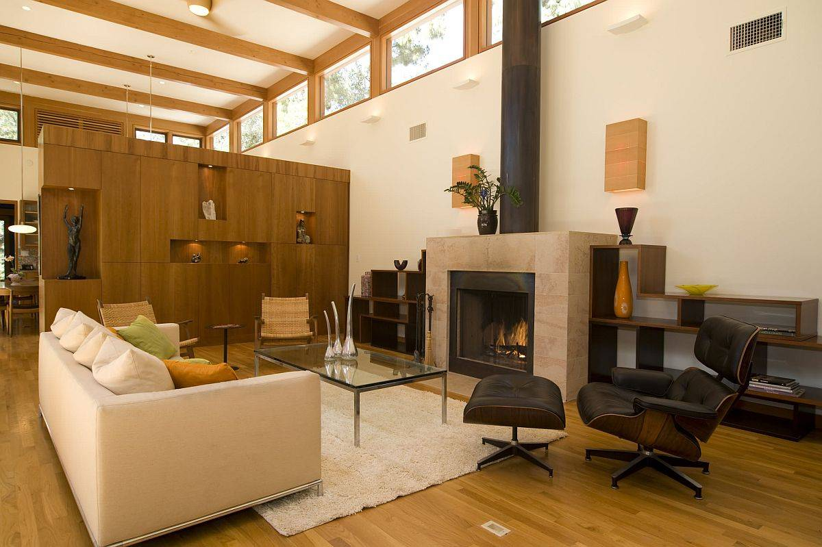 Mullions-of-the-clerestory-windows-line-up-with-the-ceiling-wooden-beams-to-create-a-picture-perfect-interior-96322