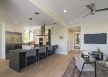 Ruang tamu terbuka-ruang makan-dan-dapur-modern-rumah-Austin-16592-217x155