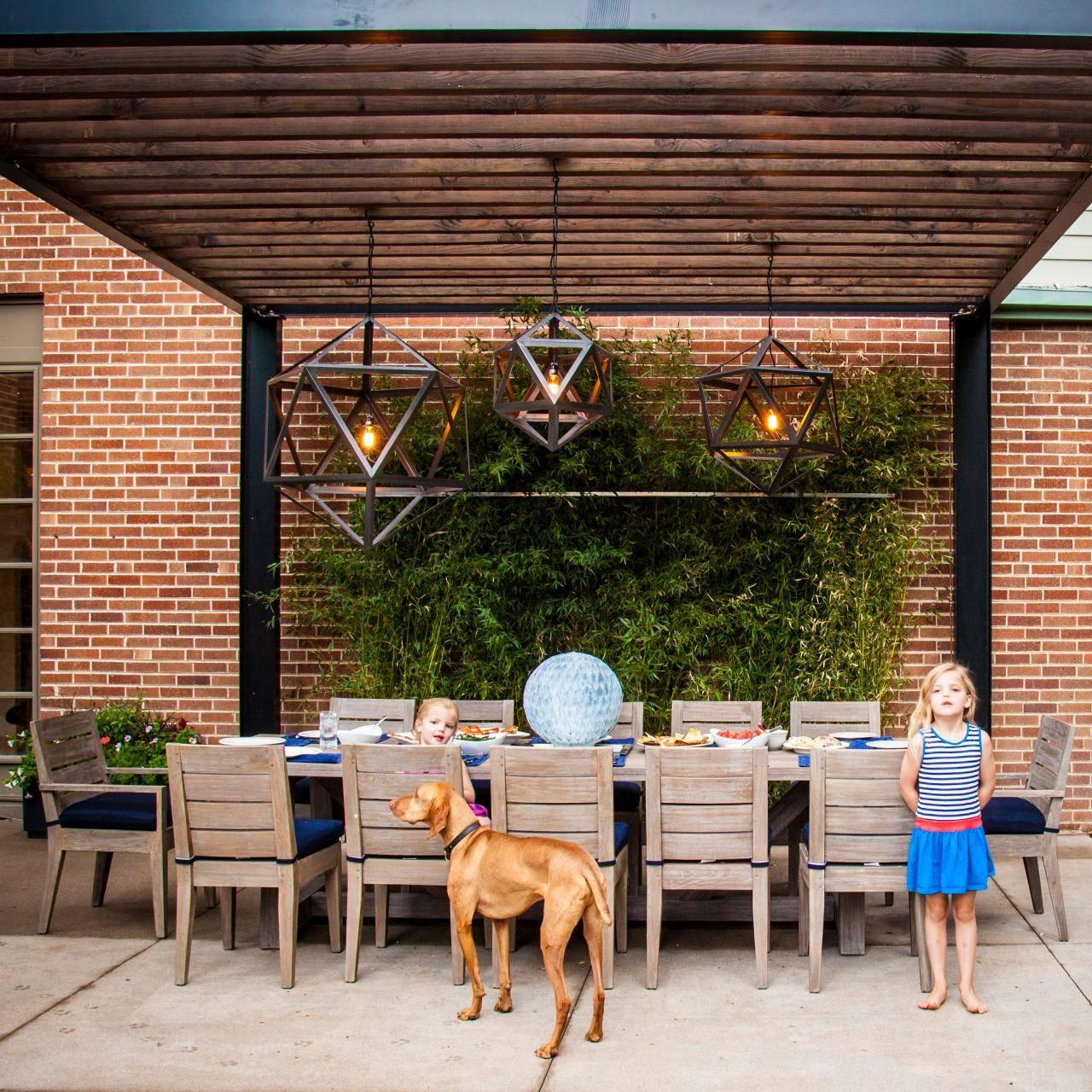 Outdoor Pergola Dining Area
