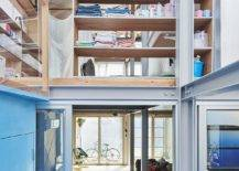 Kerangka-logam-sederhana-digabungkan-dengan-rak-pintar-dan-denah-lantai-fleksibel-in-house-33541-217x155