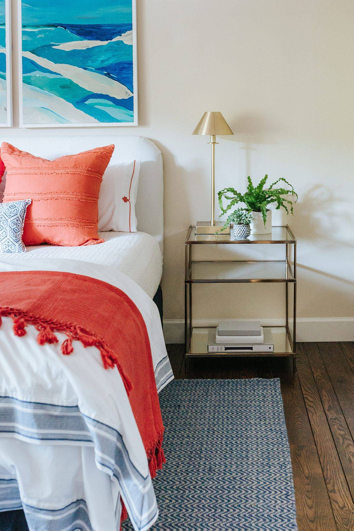 Sleek-bedside-tables-for-the-small-beach-style-bedroom-50911