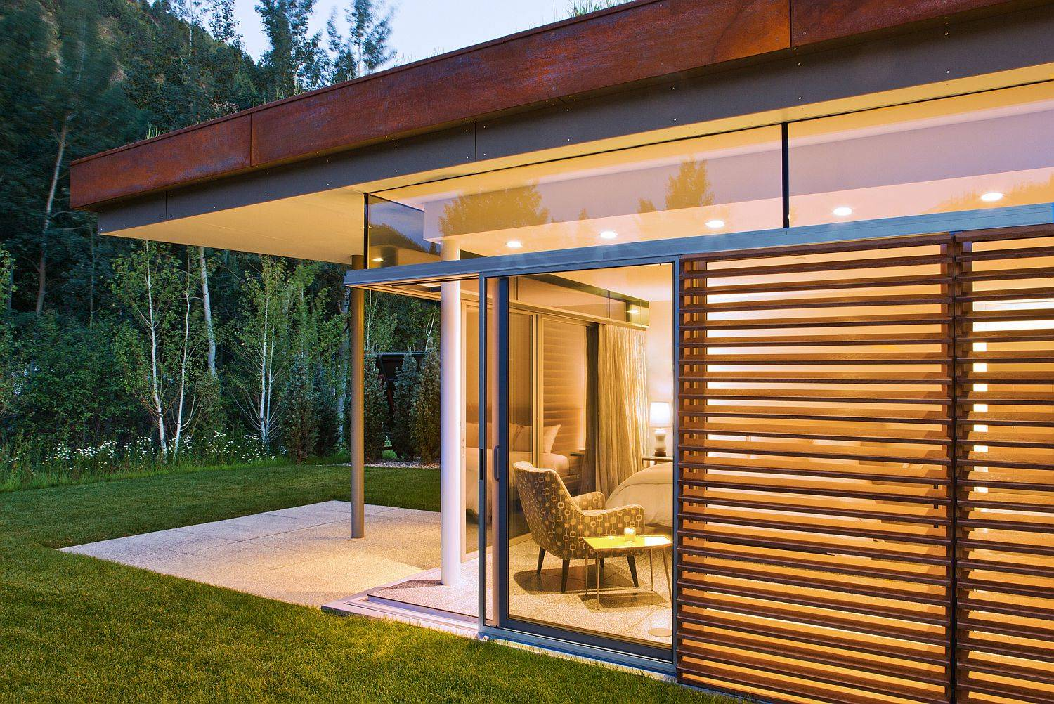 Sliding-glass-doors-and-shutters-coupled-with-clerestory-windows-for-the-modern-home-29576