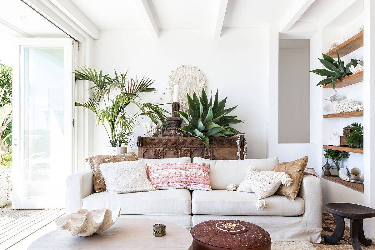 Small-and-stylish-beach-style-decorating-idea-in-white-with-natural-finishes-and-textures-89218