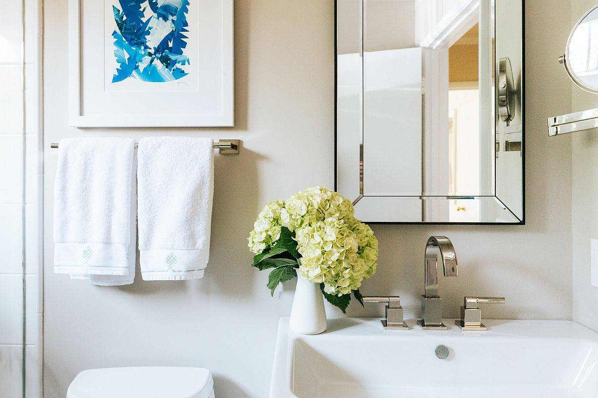 Small-bathroom-decorating-idea-with-sink-and-mirror-in-the-corner-75652