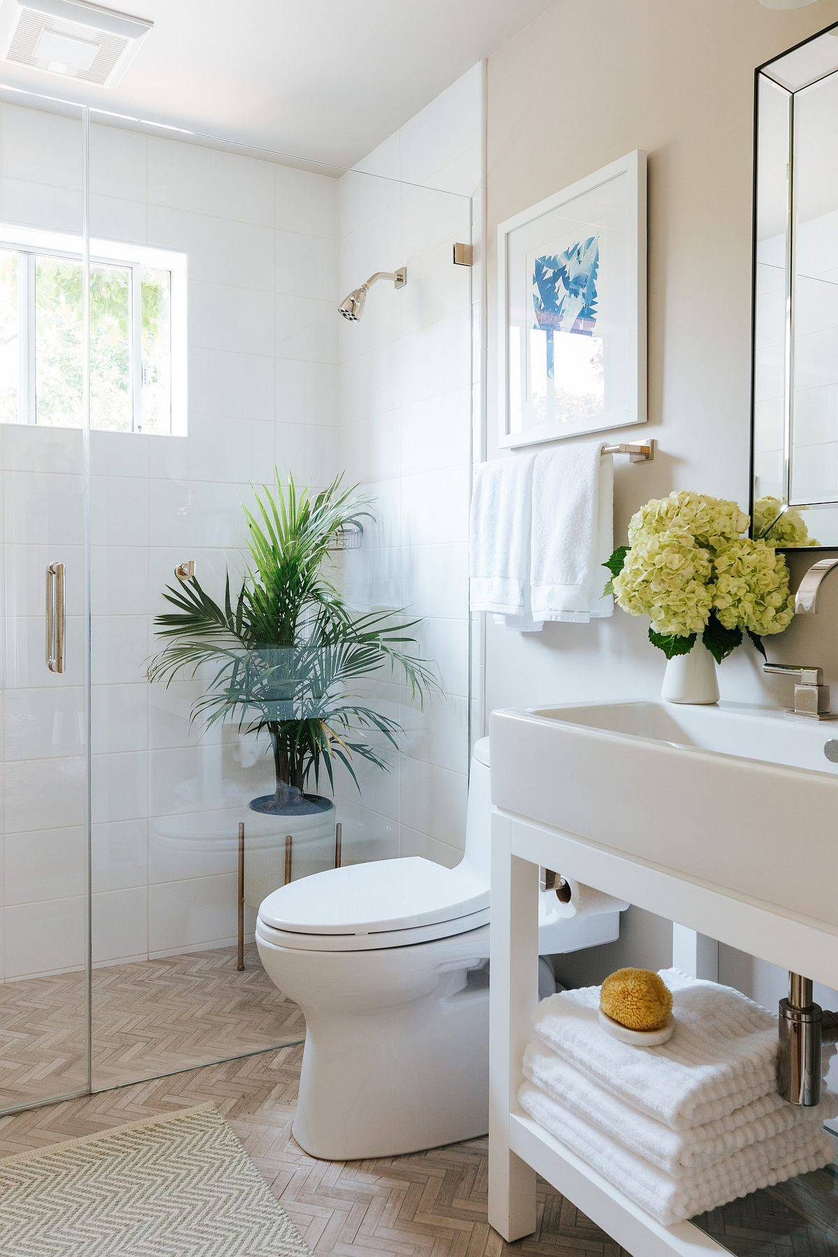 Small-white-bathroom-with-wall-in-beige-that-add-to-the-neutral-appeal-54662