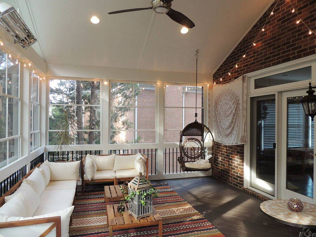 Spacious-and-beautiful-screened-in-porch-with-brick-walls-and-a-relaxing-shabby-chic-style-80257