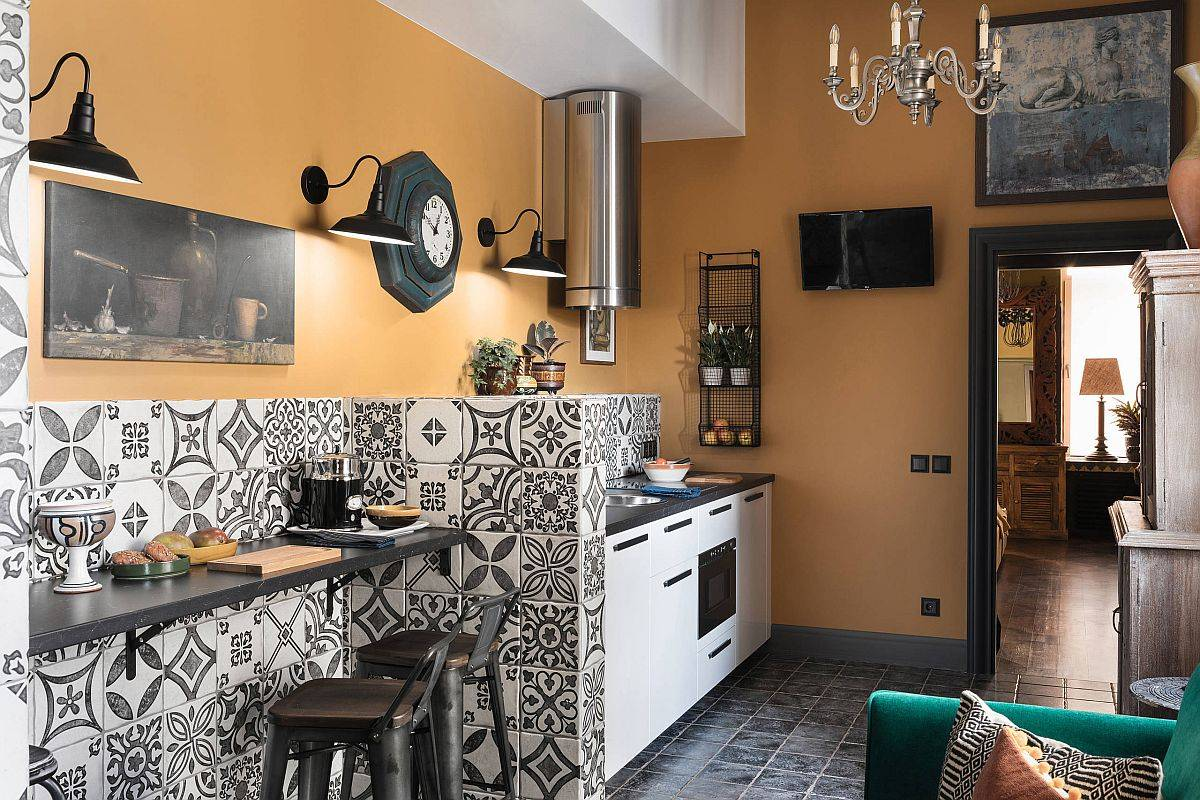 Tiles-with-pattern-and-cozy-walls-in-yellow-are-perfect-for-the-Mediterranean-style-kitchen-86505
