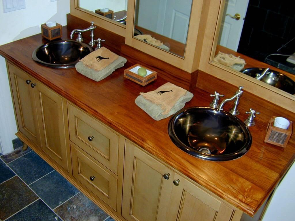 Twin sink vanity countertop with giraff-printed towels